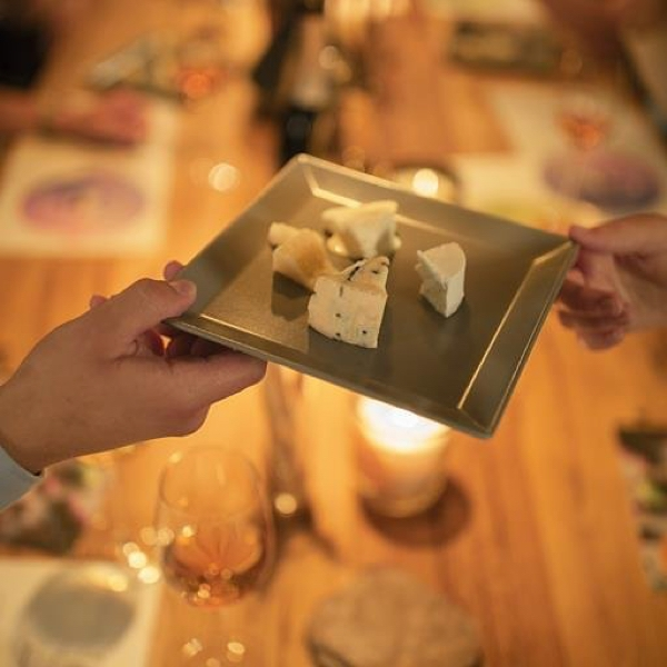 Menger-Krug und Käse
